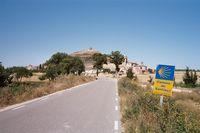 Het fraai gelegen Castrojeriz met boven op de heuvel de resten van een Tempeliersburcht uit de 8e eeuw