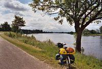 Weinig vaarverkeer op de Maas.