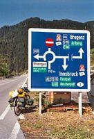 Splitsing richting Arlberg: links of rechtsaf door de tunnel.