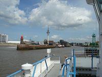 Pontje over de Weser naar Bremerhaven (met de 107 meter hoge Richtfunkturm in het midden).